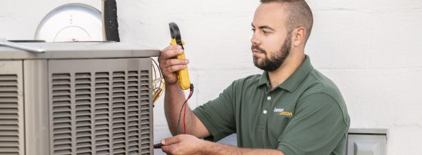 BantamWesson technician performing an AC tune-up